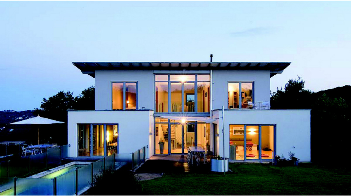 apporter une touche de modernisme aux fa ades de votre habitation avec les fen tres pvc maison. Black Bedroom Furniture Sets. Home Design Ideas